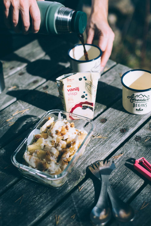 Äpplekaka och kaffe