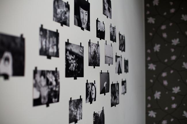 svart tejp vägg